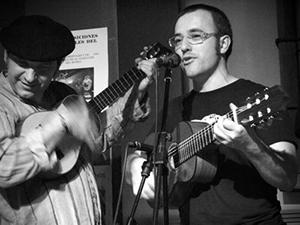 Ángel y Cata durante la actuación. Fuente: Tierrafolk.