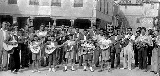 Rondalla y Cabezudos de Tendilla. Años 50